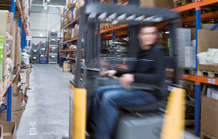 Erfahrene Logistikmitarbeiter für besten Service auch in der Logistik bei Autoteile Post